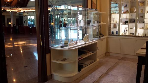 Montaggio e trasporto arredamenti per uffici roma for Montaggio arredamenti negozi